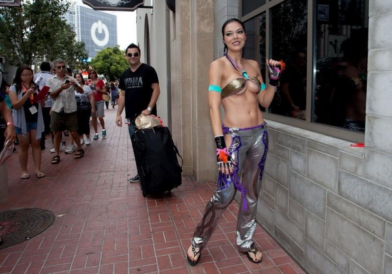 Самые сексуальные костюмы фестиваля «Comic-Con 2012»