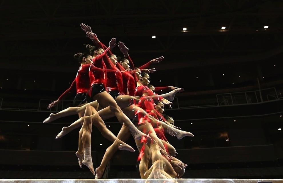45 Гимнасты в движении