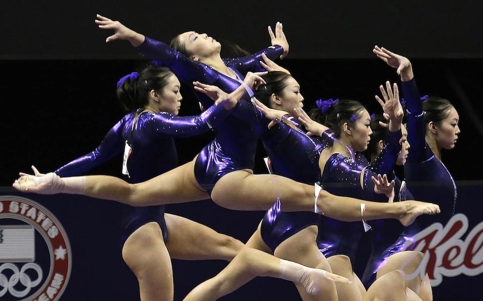 55 Гимнасты в движении