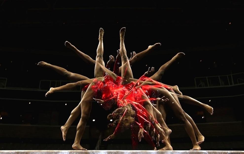 65 Гимнасты в движении