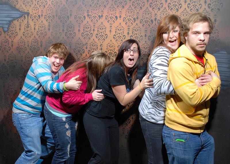 724 Неподдельный страх посетителей комнаты ужасов
