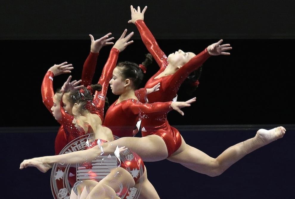 85 Гимнасты в движении