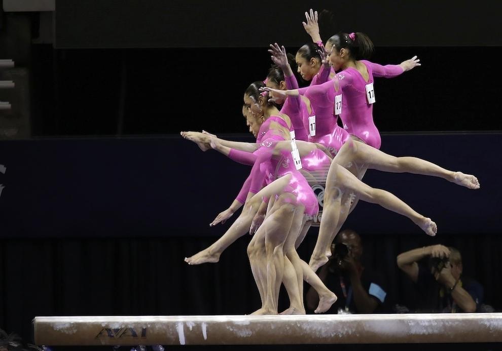 95 Гимнасты в движении
