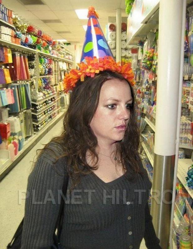 Britney Spears1 620x800 Если бы знаменитости выглядели как обычные люди. Юмористический фотопроект Дэнни Эванса