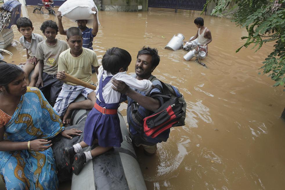 India 17 Наводнение в Индии: 80 человек погибли, более 1 млн остались без крова