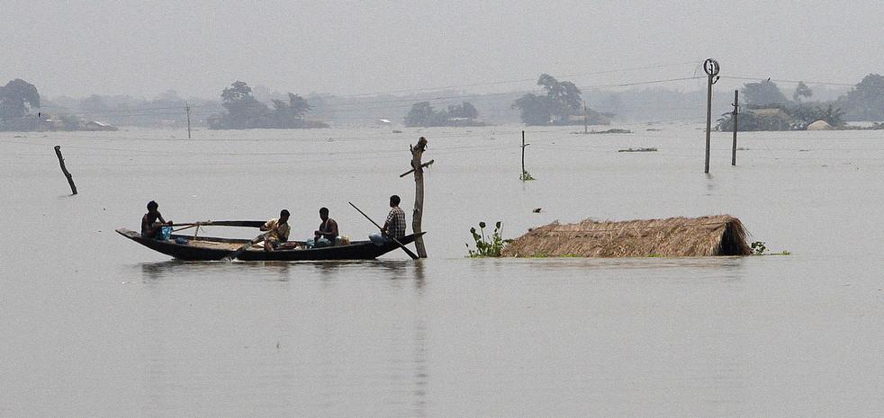 India 2 Наводнение в Индии: 80 человек погибли, более 1 млн остались без крова