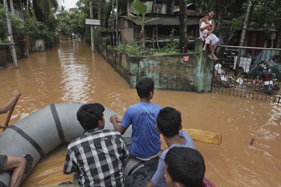 India 20 Наводнение в Индии: 80 человек погибли, более 1 млн остались без крова