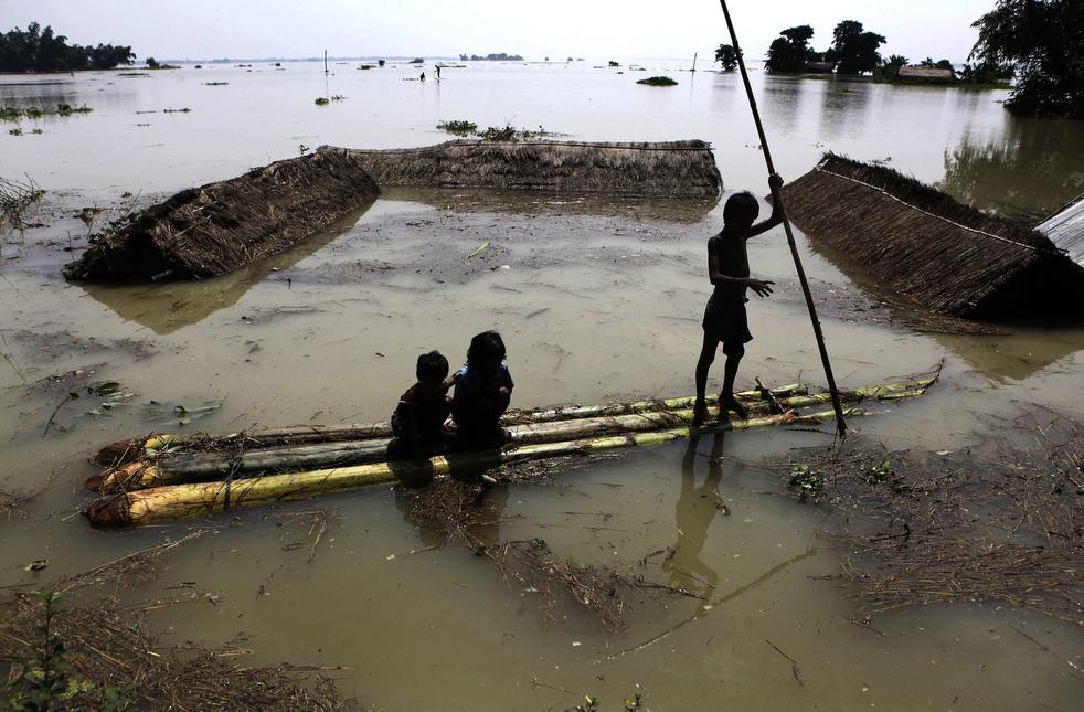 India 4 Наводнение в Индии: 80 человек погибли, более 1 млн остались без крова