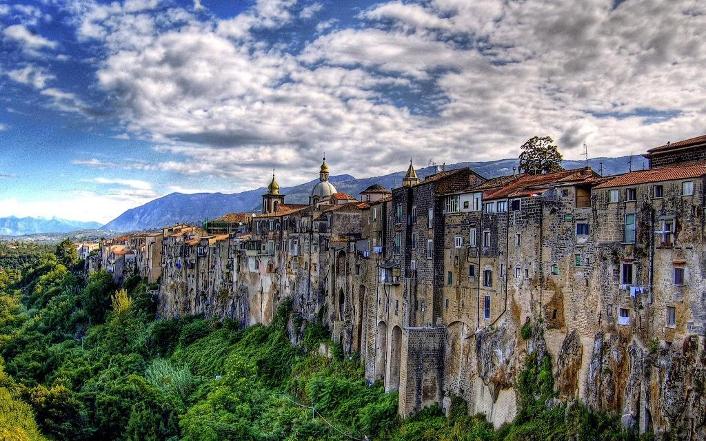Italia 0 Необыкновенный вид города Сант'Агата де' Готи