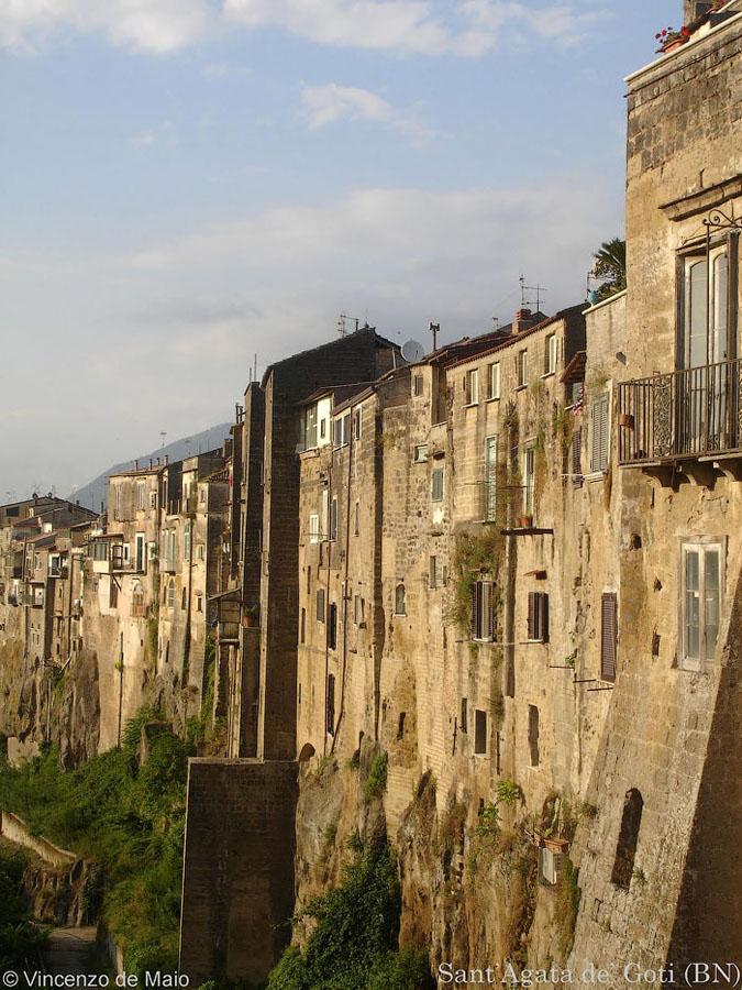 Italia 2 Необыкновенный вид города Сант'Агата де' Готи