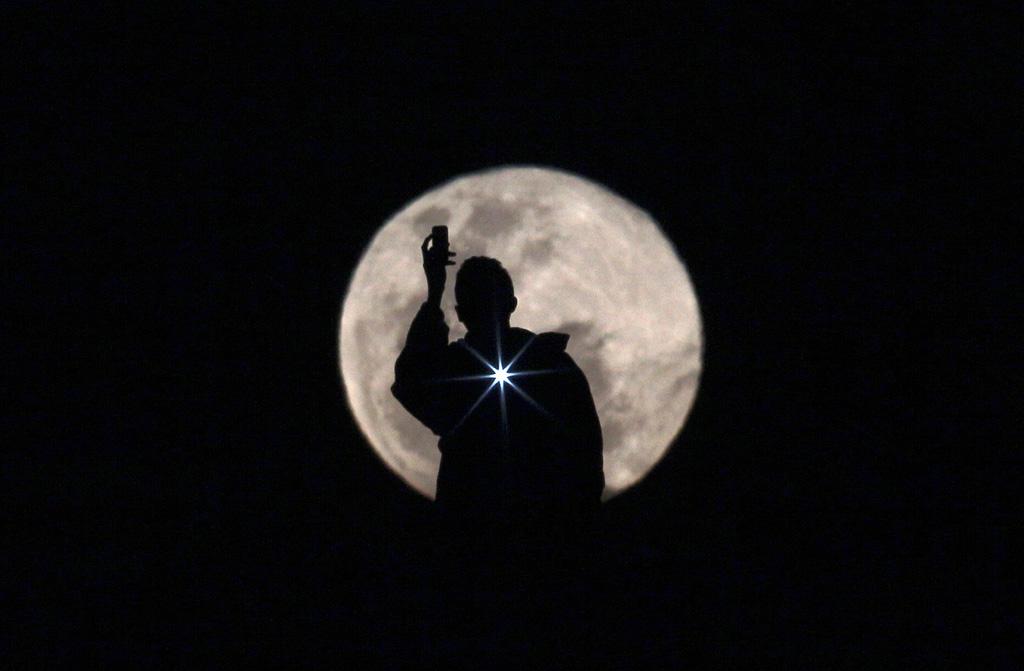 Silhouette 5 Силуэты в новостных фотографиях со всех уголоков мира