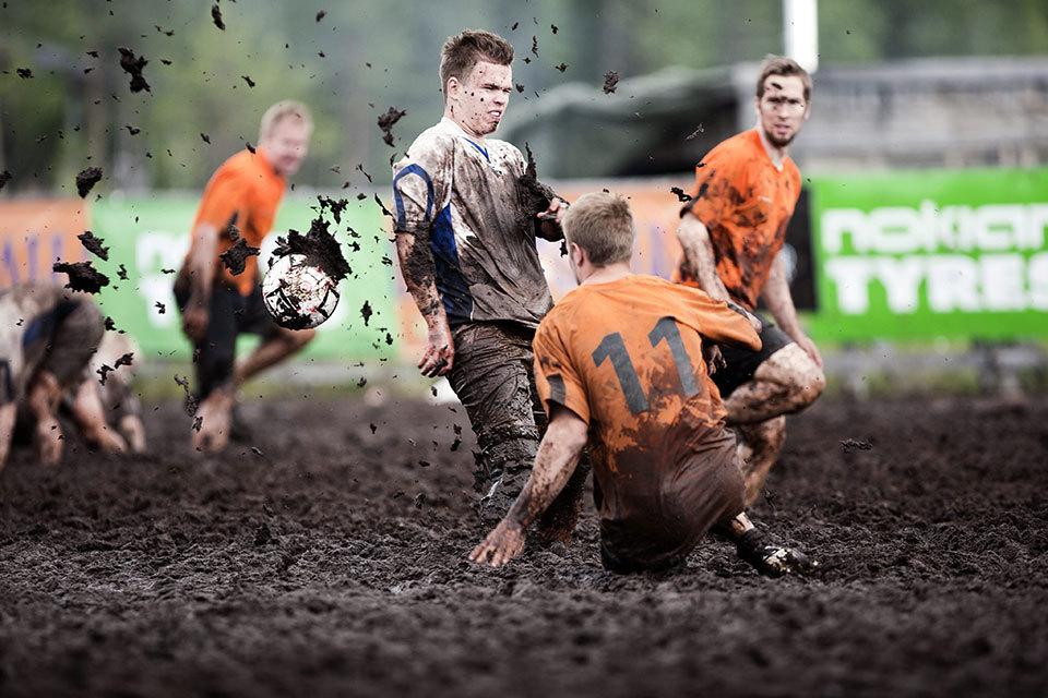 выполнения картинка болотного футбола начала