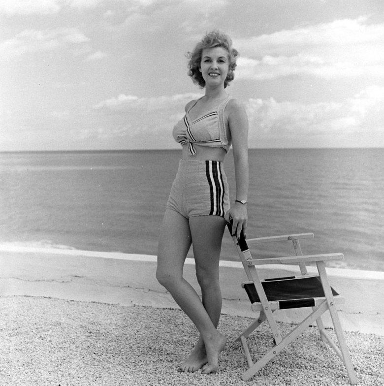 bikini 7 - 73 года назад появился самый маленький купальник в мире — бикини