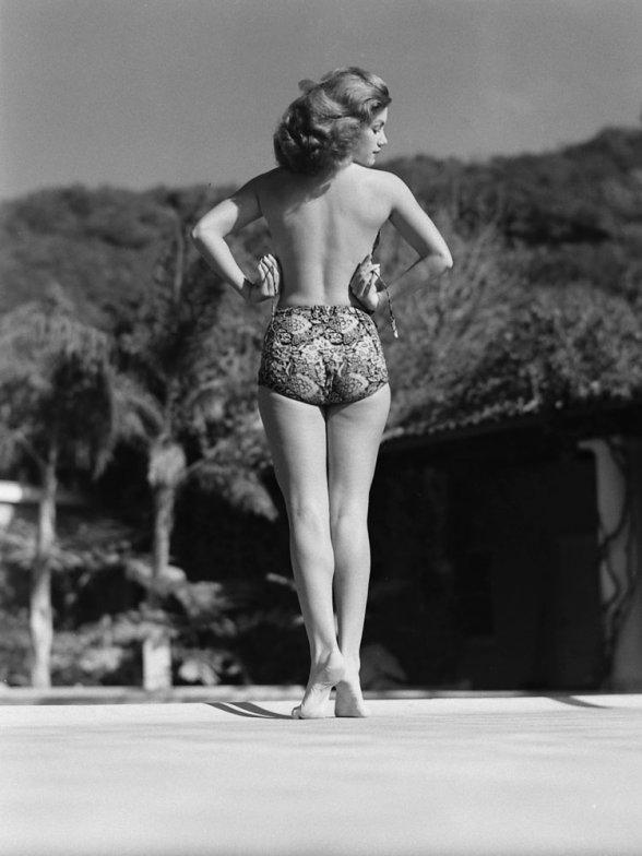 bikini 8 - 73 года назад появился самый маленький купальник в мире — бикини