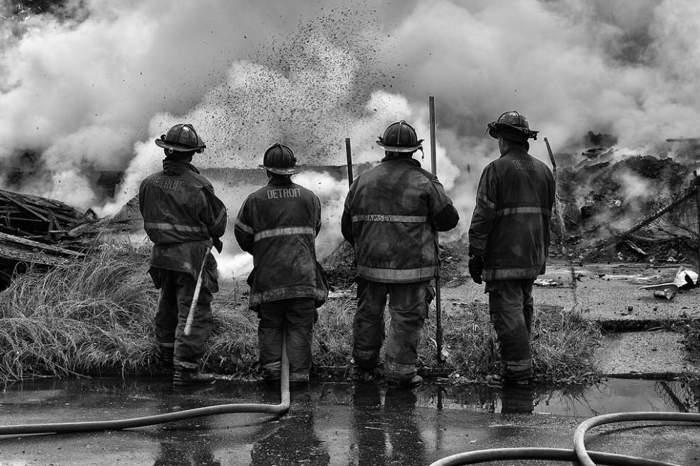 fire02 990x659 Фотопроект «Больше, чем работа» Брайана Дэя