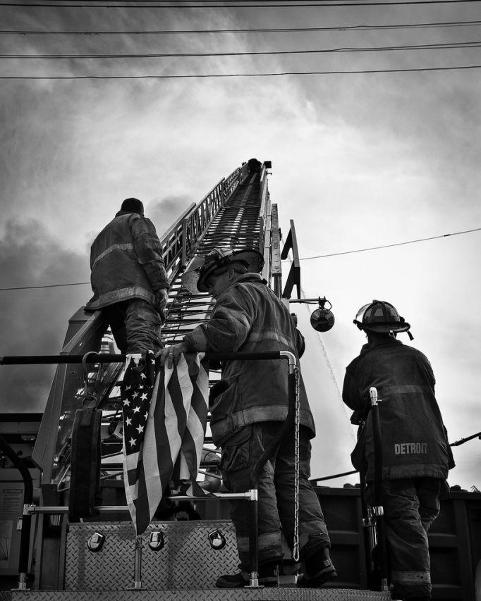 fire03 Фотопроект «Больше, чем работа» Брайана Дэя