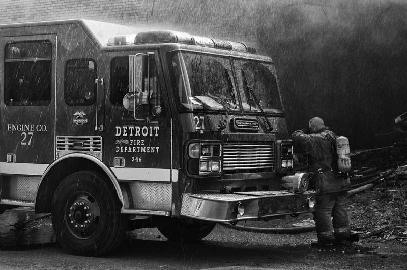 fire05 800x532 Фотопроект «Больше, чем работа» Брайана Дэя