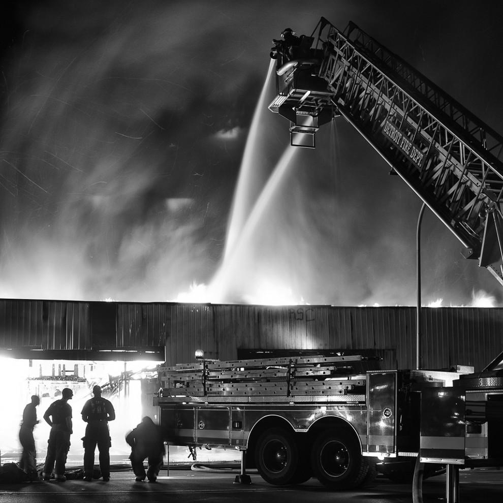 fire06 990x990 Фотопроект «Больше, чем работа» Брайана Дэя
