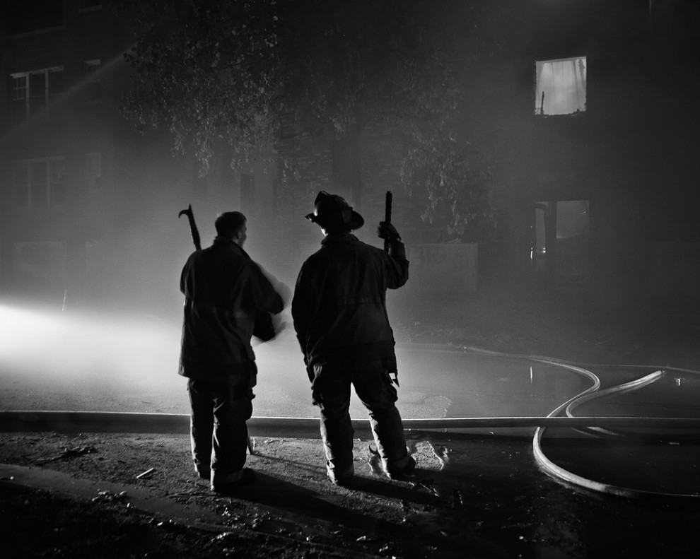 fire07 990x791 Фотопроект «Больше, чем работа» Брайана Дэя