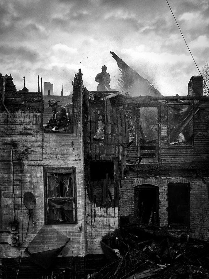 fire08 Фотопроект «Больше, чем работа» Брайана Дэя