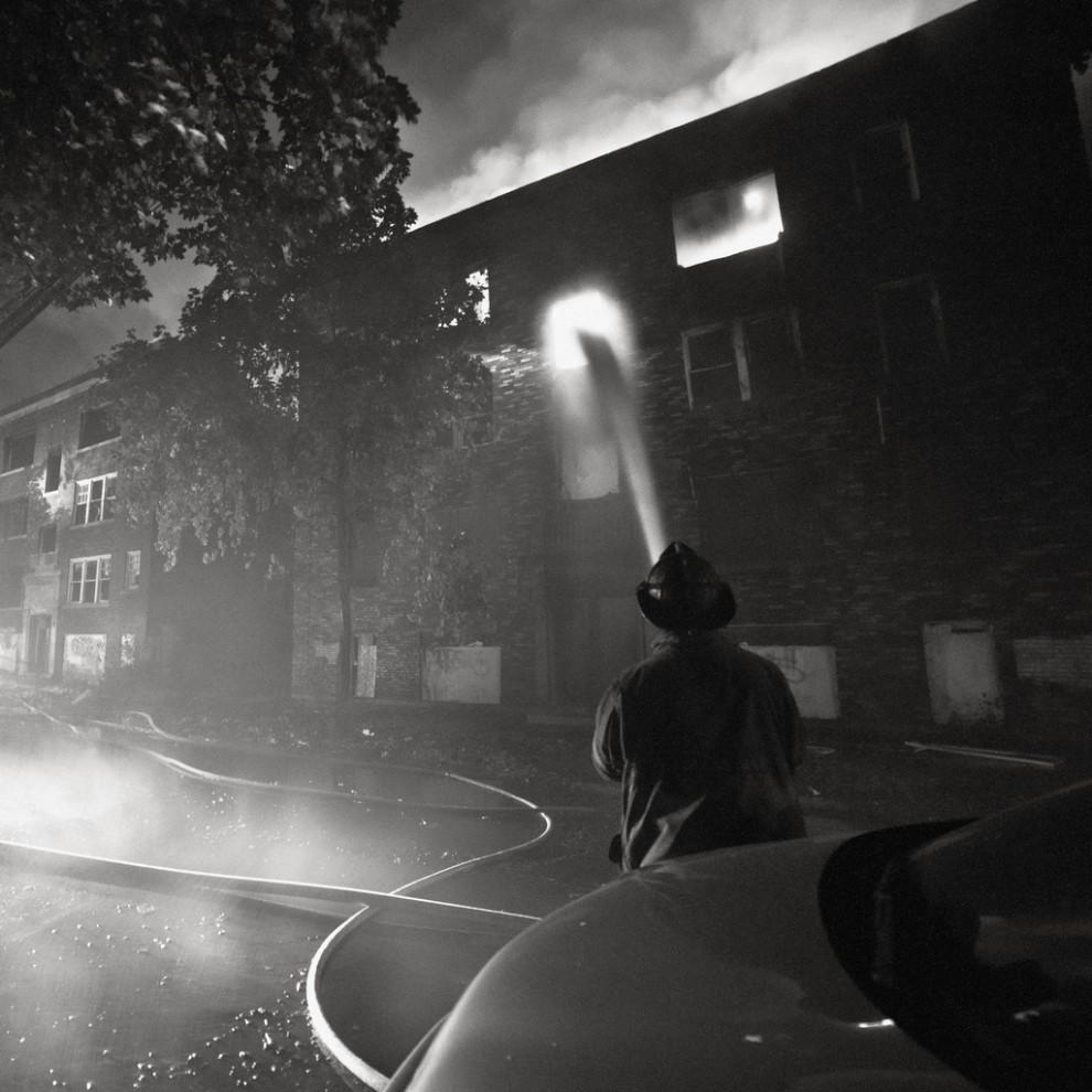 fire10 990x990 Фотопроект «Больше, чем работа» Брайана Дэя