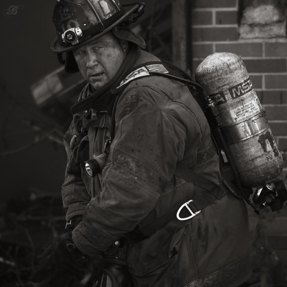 fire12 990x990 Фотопроект «Больше, чем работа» Брайана Дэя
