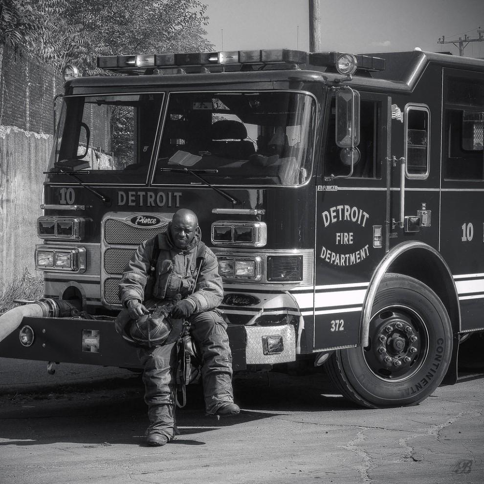 fire13 990x990 Фотопроект «Больше, чем работа» Брайана Дэя