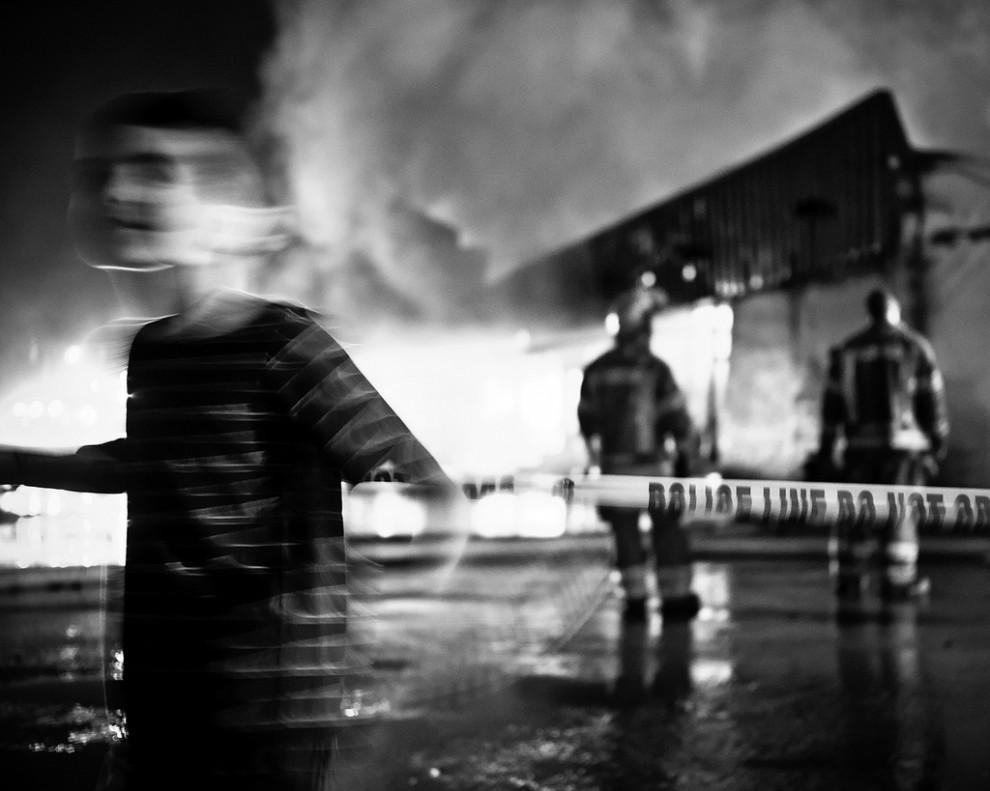 fire21 990x791 Фотопроект «Больше, чем работа» Брайана Дэя