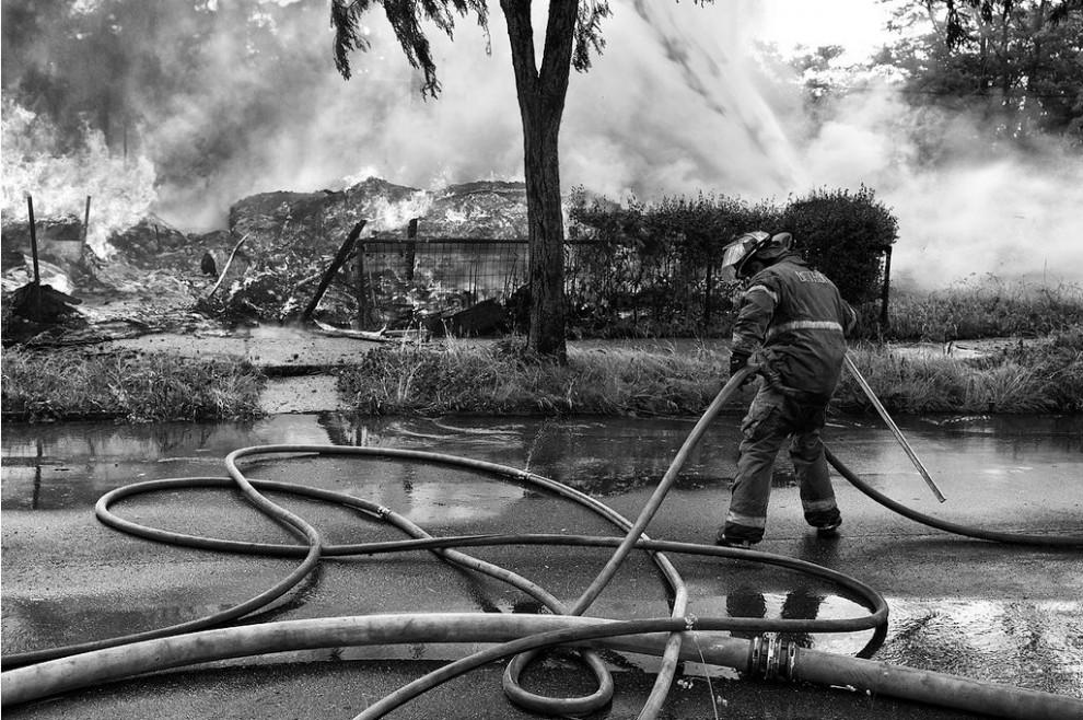 fire22 990x658 Фотопроект «Больше, чем работа» Брайана Дэя