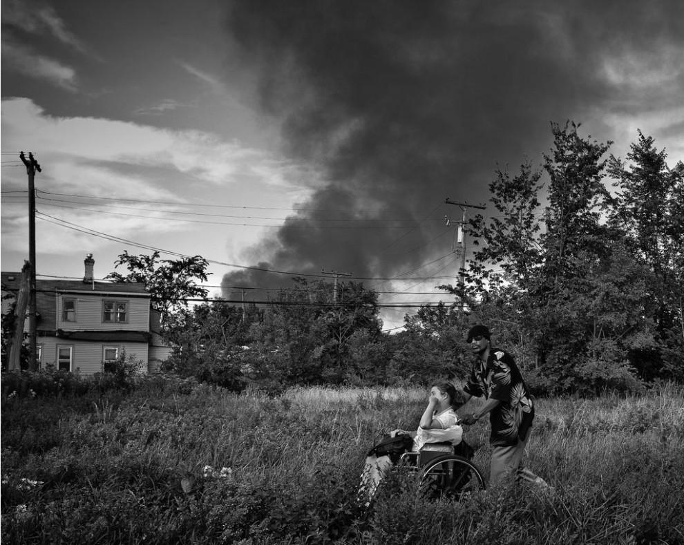 fire23 990x789 Фотопроект «Больше, чем работа» Брайана Дэя