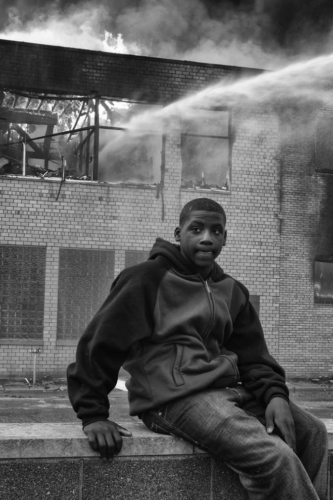 fire24 659x990 Фотопроект «Больше, чем работа» Брайана Дэя