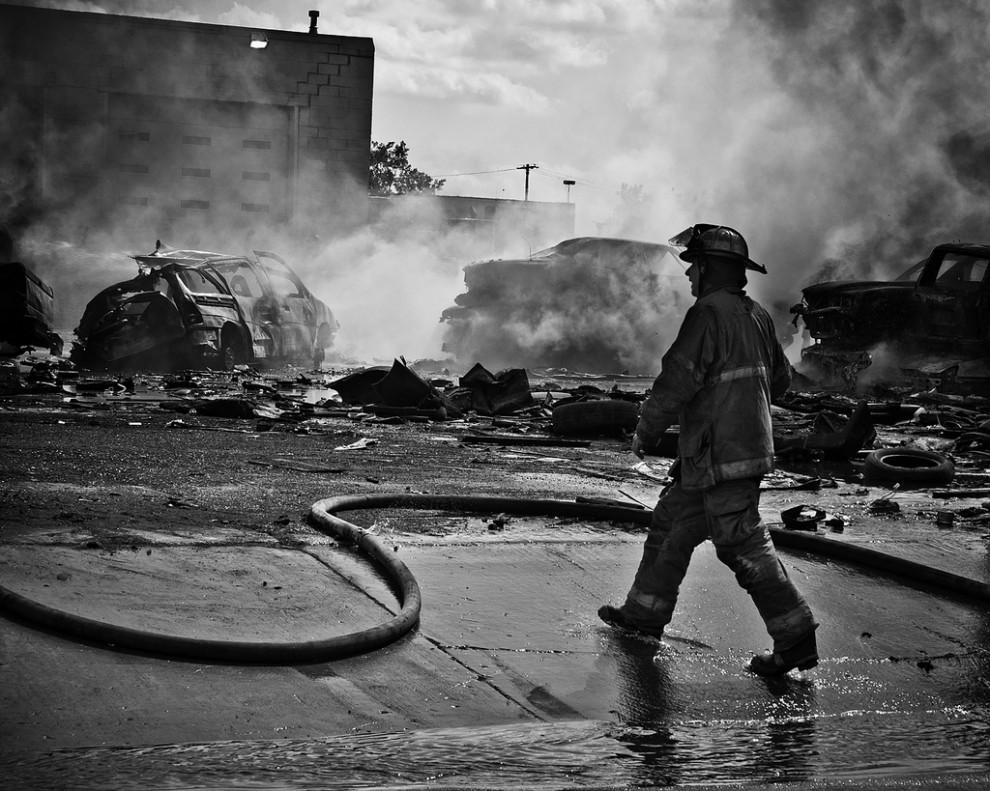 fire25 990x791 Фотопроект «Больше, чем работа» Брайана Дэя