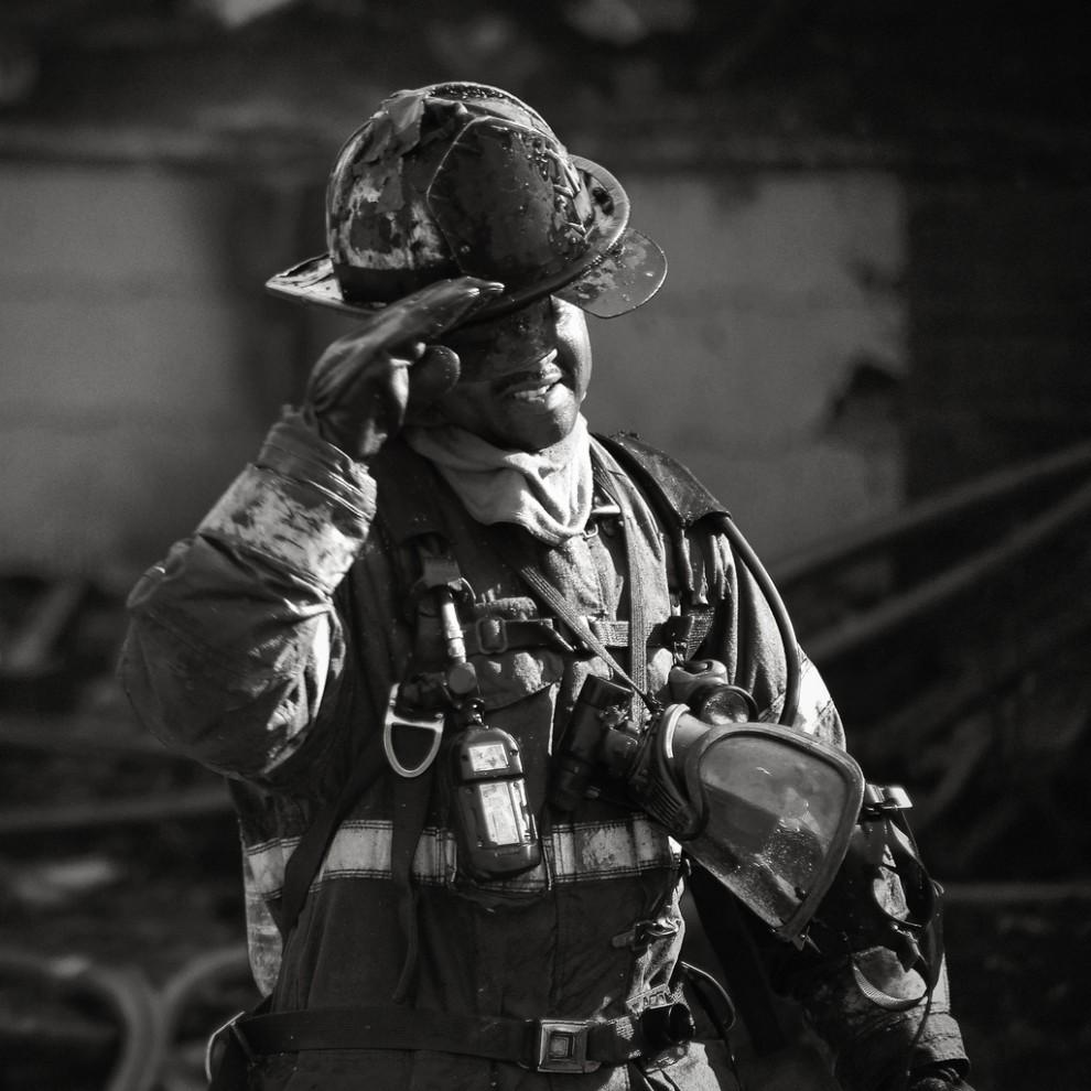 fire26 990x990 Фотопроект «Больше, чем работа» Брайана Дэя