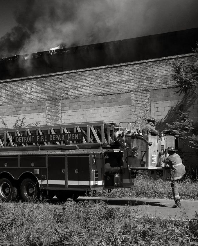 fire27 Фотопроект «Больше, чем работа» Брайана Дэя