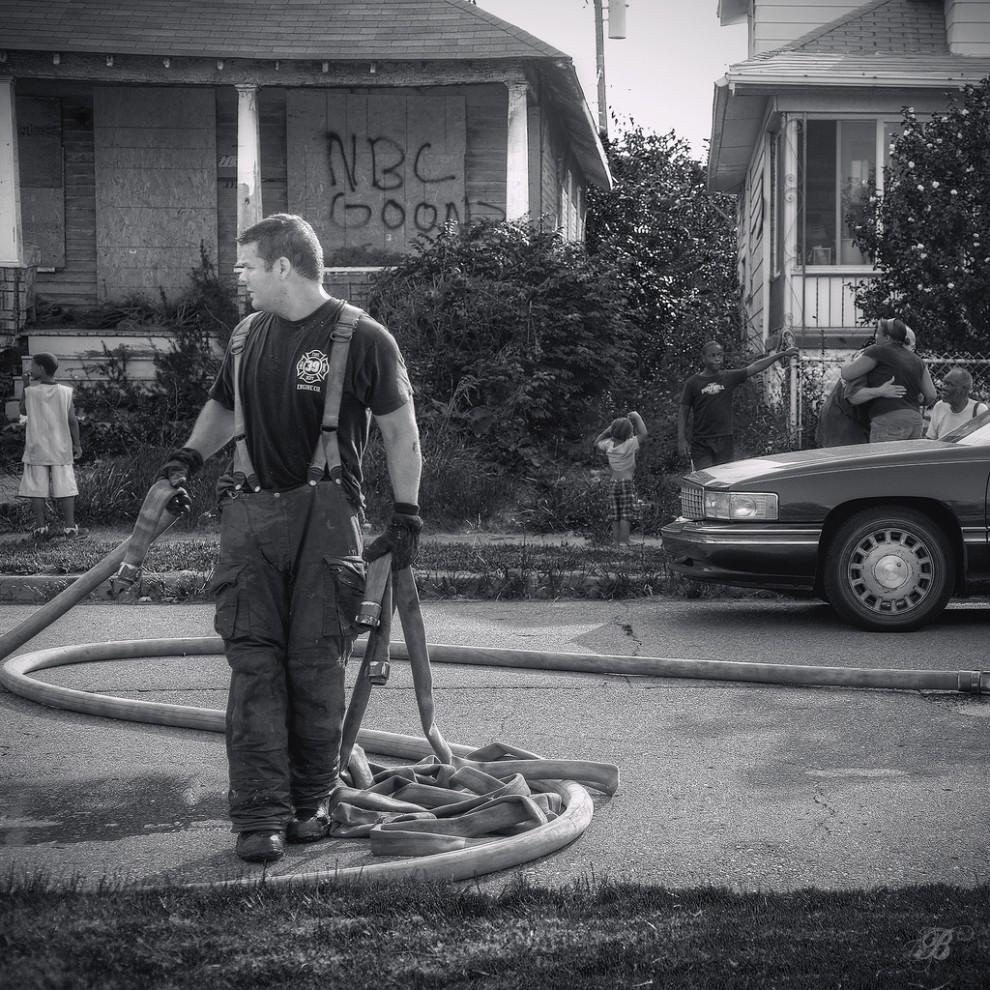 fire30 990x990 Фотопроект «Больше, чем работа» Брайана Дэя