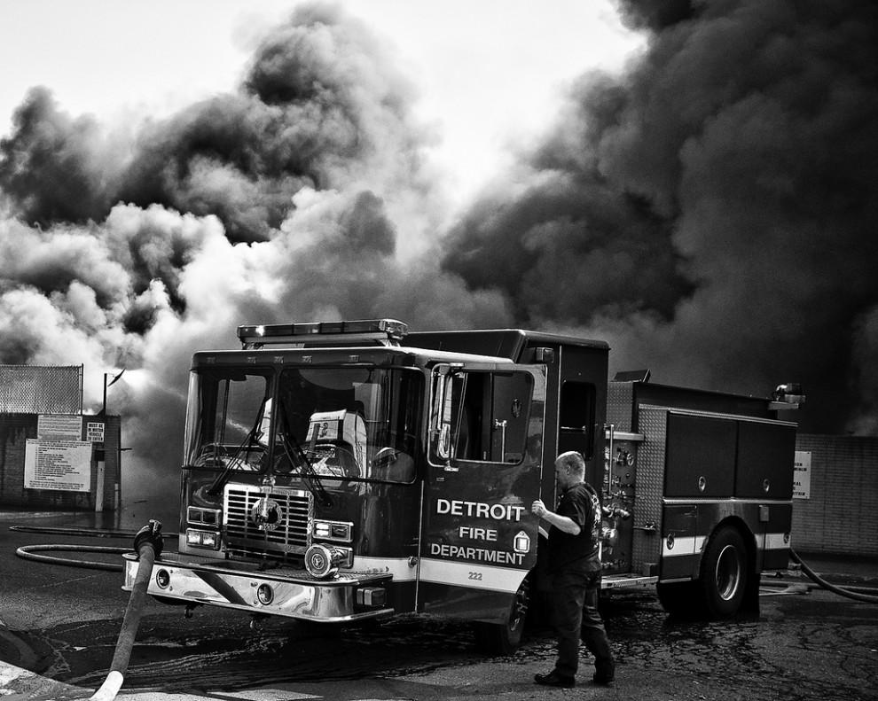 fire32 990x791 Фотопроект «Больше, чем работа» Брайана Дэя