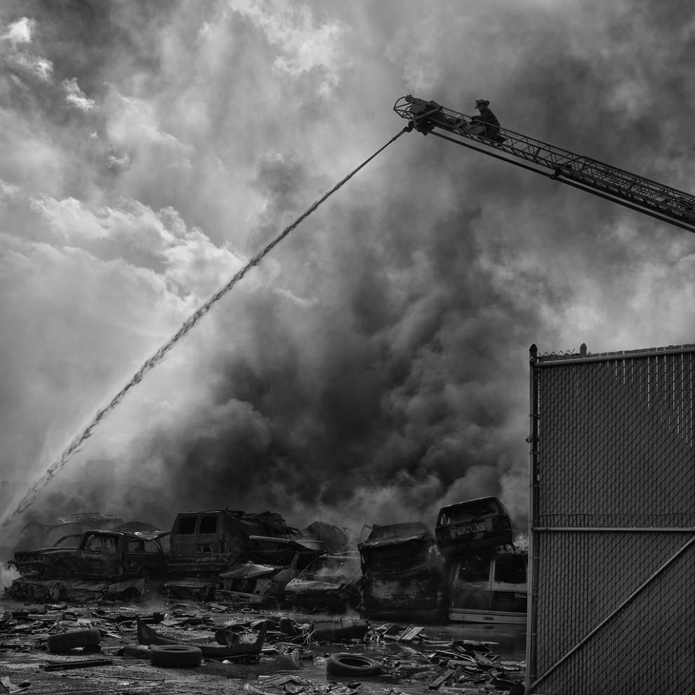 fire33 990x990 Фотопроект «Больше, чем работа» Брайана Дэя