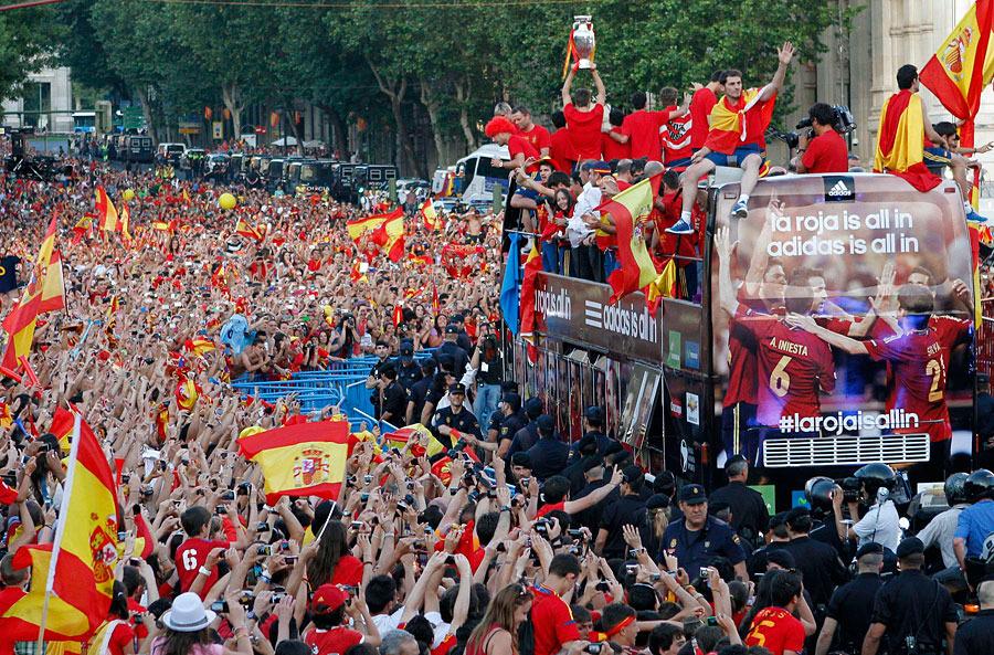 roja13 Триумф сборной Испании в Мадриде