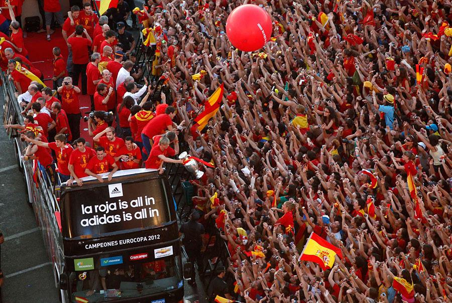roja15 Триумф сборной Испании в Мадриде