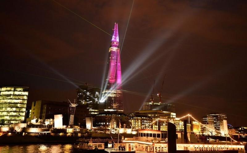 shard lightshow 01 800x498 Официальное открытие самого высокого небоскрёба Европы The Shard