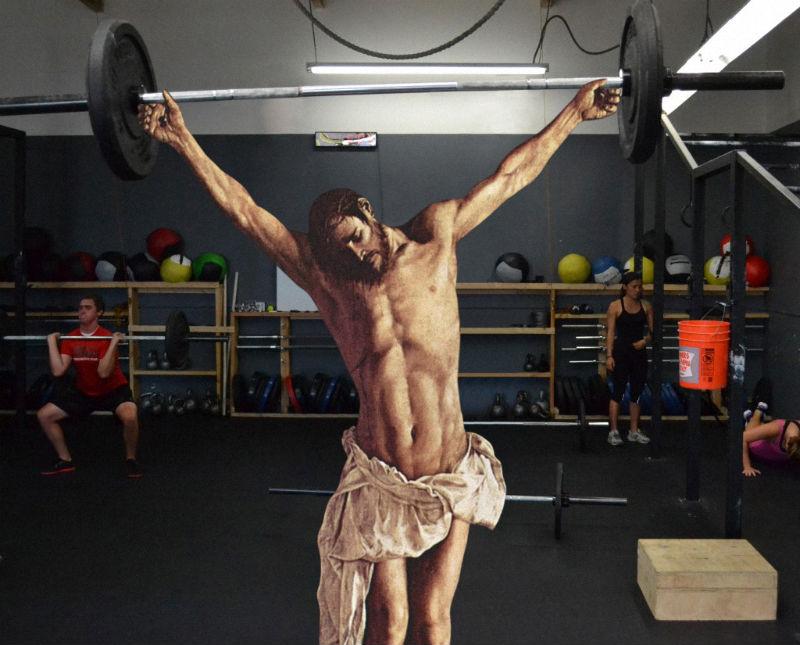09Jesus Lifting Weights Фотопроект «Иисус повсюду»