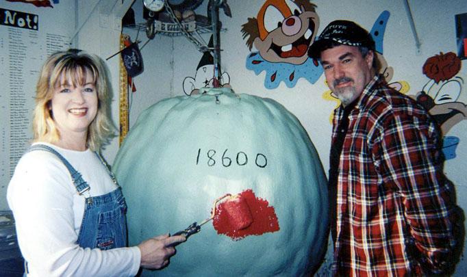 1234 Самый большой бейсбольный мяч в мире создан...благодаря краске!