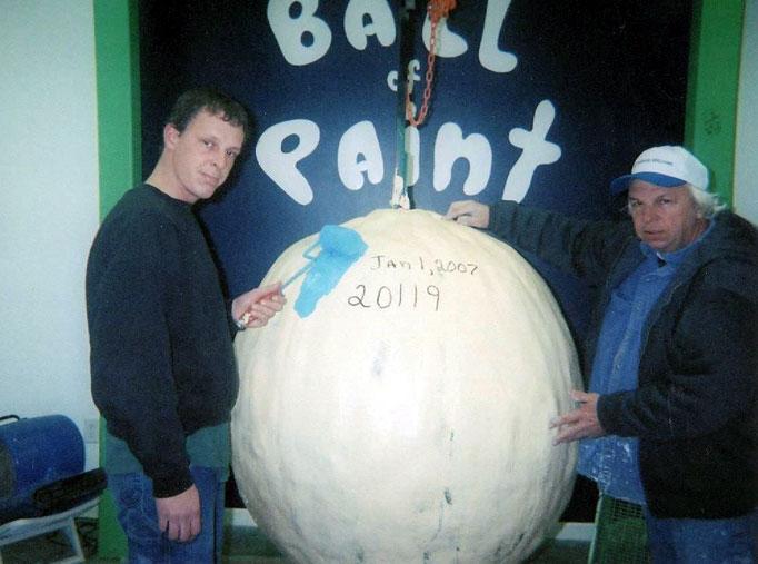 1430 Самый большой бейсбольный мяч в мире создан...благодаря краске!