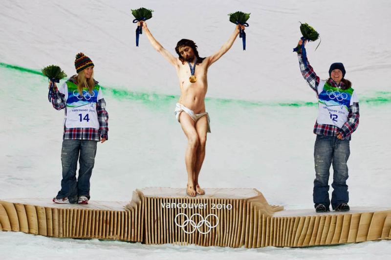 14Jesus On The Olympic Podium Фотопроект «Иисус повсюду»