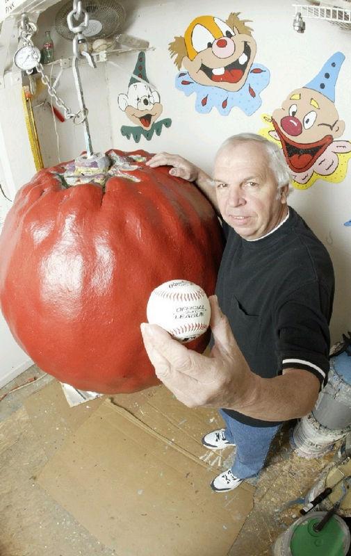 1528 Самый большой бейсбольный мяч в мире создан...благодаря краске!