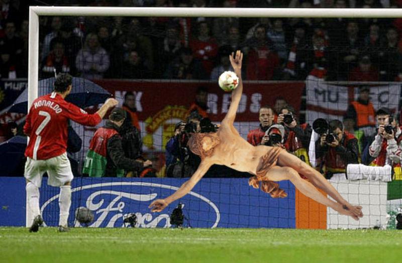 16Jesus Saves Ronaldo's Penalty Kick Фотопроект «Иисус повсюду»