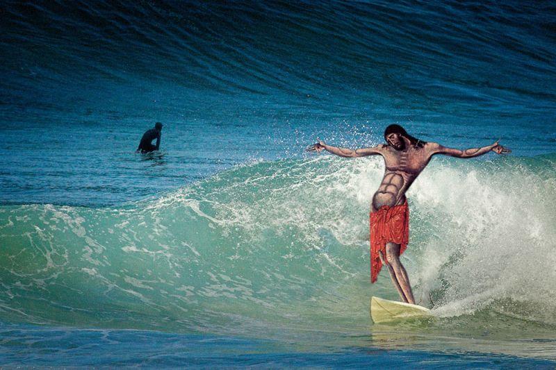 19Jesus Goes Surfing Фотопроект «Иисус повсюду»