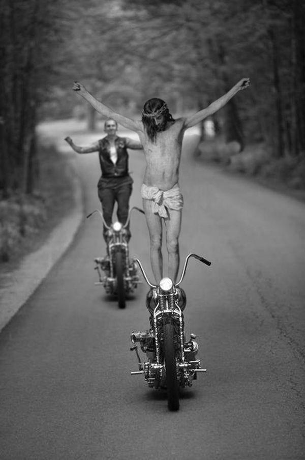 23Jesus As A Motorcycle Stunt Driver Фотопроект «Иисус повсюду»