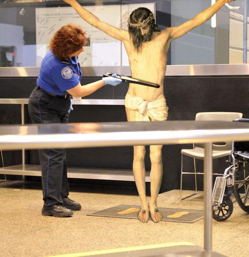 39In Airport Security Фотопроект «Иисус повсюду»