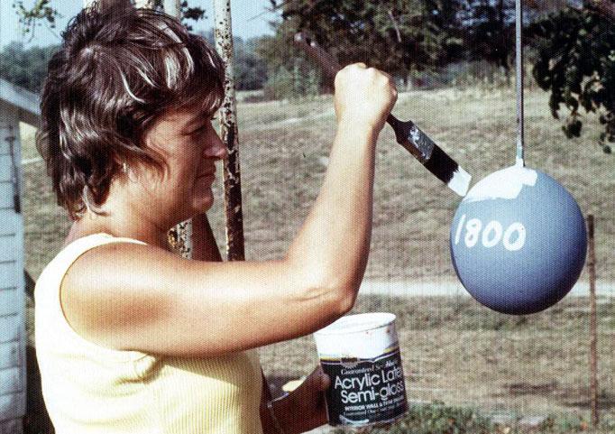 460 Самый большой бейсбольный мяч в мире создан...благодаря краске!